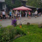 Hotel Haus Friedental mit Gästen im Garten